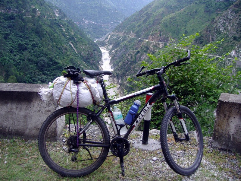 Cycling along the Sutlej River