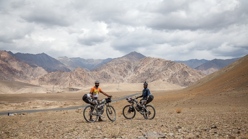 Cycling from Nimmu to Leh in Ladakh