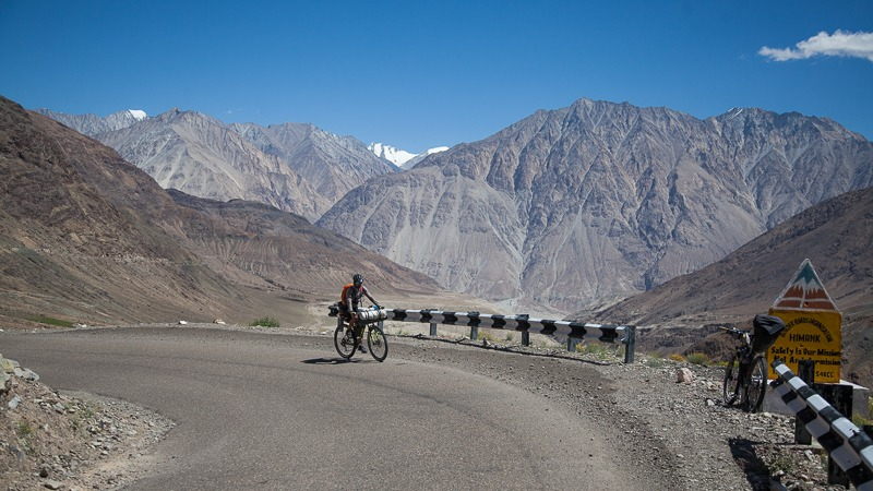 Cycling from Khardung to Hundar