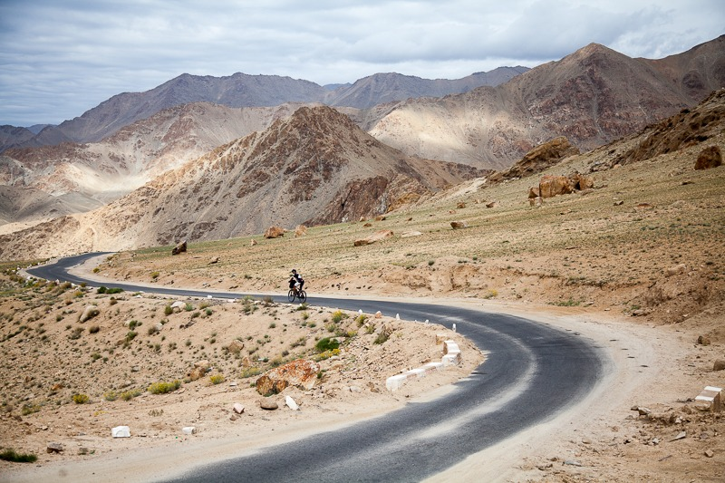 Cycling from Leh to Khardung La