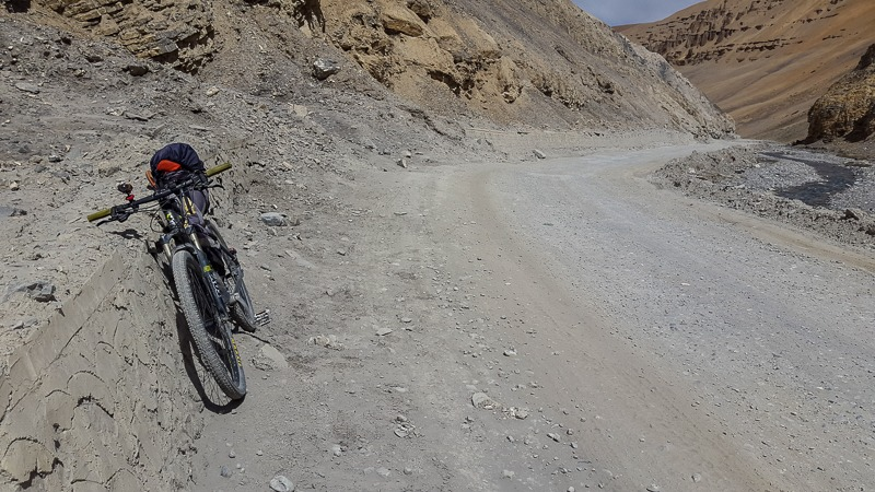 Dusty road from Pang to Lachung La