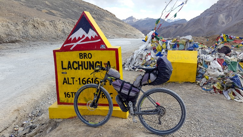 Cycling to Lachung La pass at 16616 ft