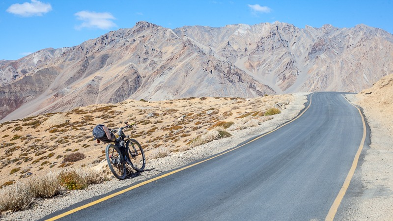 Cycling from Whiskey Nala to Bharatpur on the Manali-Leh highway