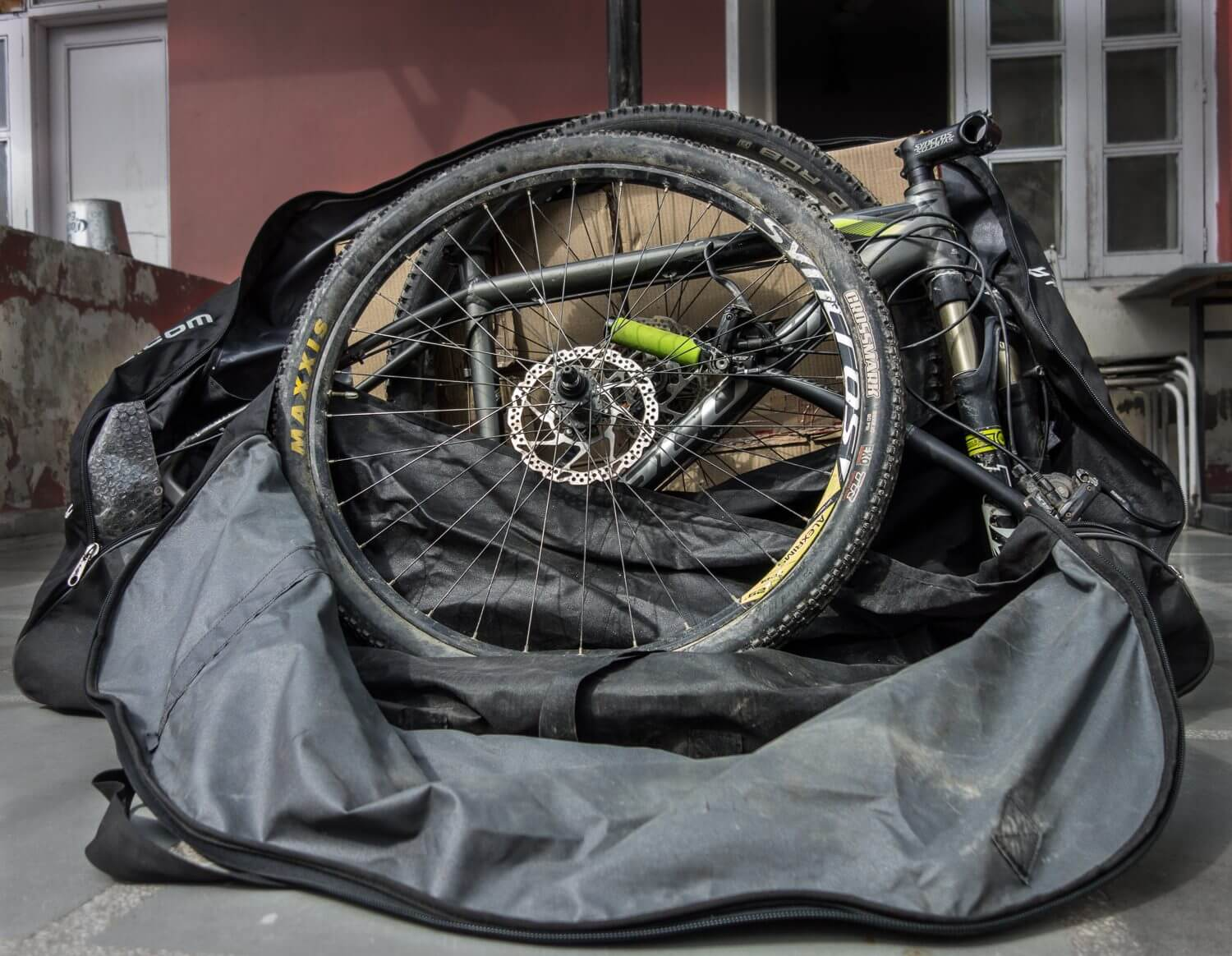 Btwin Bike transport bag with cycle inside