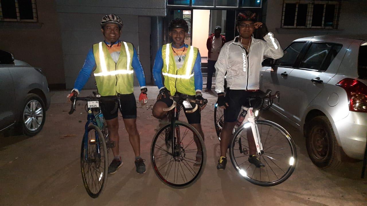 Konkan Randonneurs at the 600 km brevet start